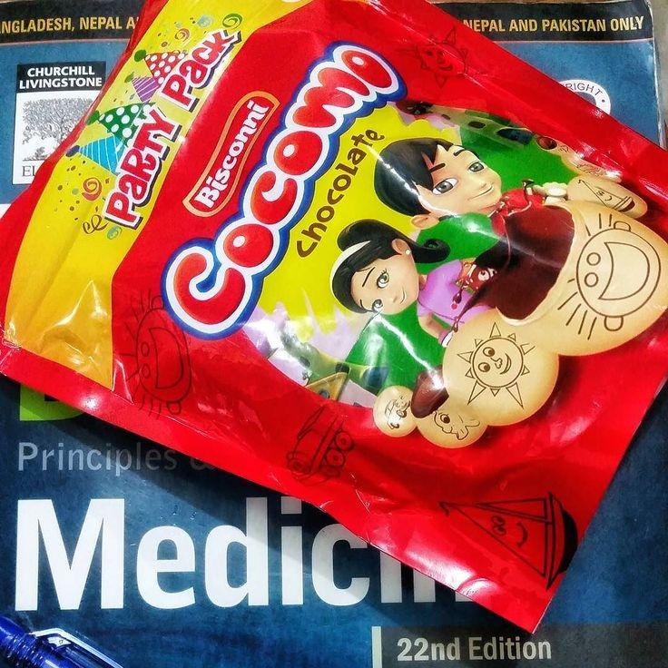 and the 'boss fight' begins.. #picoftheday #photooftheday #HDR #highdynamicrange #cocomo #chocolate #bisconni #biscuits #medicine #davidsonmedicine #davidson #snack #midnightsnack #studysnack