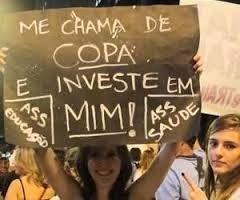 Já era hora de começar estes protestos em todo o Brasil. é tanta corrupção e roubalheira, que passou dos limites.