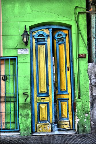 Magnificent color on the front entryway in Buenos Aires. It's all about the color choices http://babybirdguide.com/buenosaires