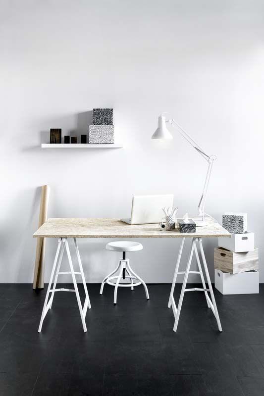 KARWEI | Goede verlichting is belangrijk voor je werkplek, deze stevige bureaulamp doet het goed op ieder bureau.
