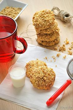 Tahini (sesame paste) cookies (@magyreuontas.blogspot.gr)