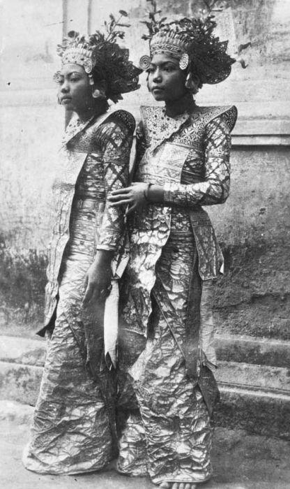 Twee jonge Balinese danseressen #zimmermanngoesto