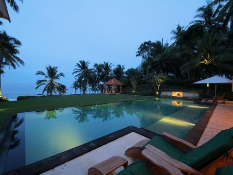 Villa Rumah Pantai Bali #AmazingAccom #holidayhomes