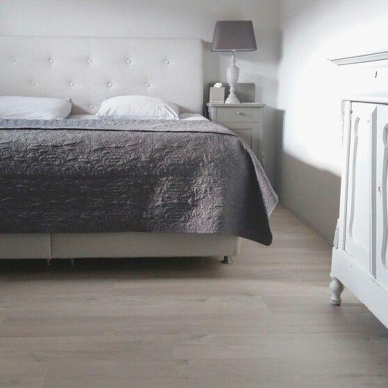 17 beste idee n over grijze slaapkamer op pinterest grijze slaapkamers grijs slaapkamerdecor - Grijze slaapkamer ...