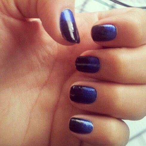 Uñas en Degrade azul oscuro