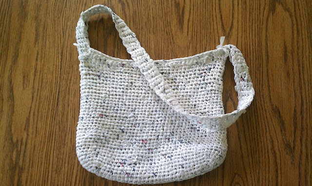 Totaleigh Me: Making a Purse or Tote Out of Plastic Grocery Bags
