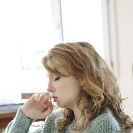 Per calmare la tosse il rimedio più antico ed efficace sono i suffumigi, aggiungendo magari all