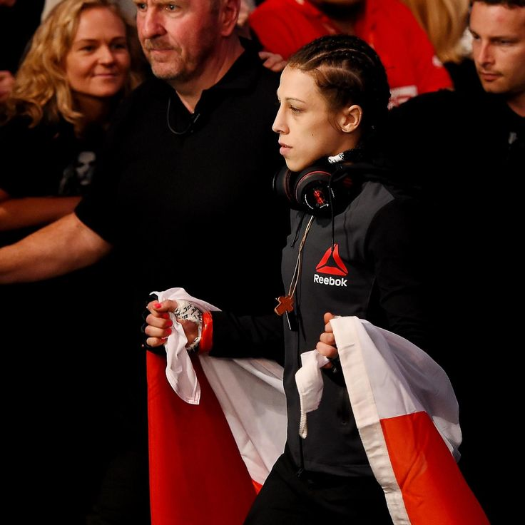 Valerie  Letourneau  was supposed to be easy prey for Joanna  Jedrzejczyk  at  UFC 193 . For a brief time, it seemed like she wouldn't be.       The first round saw quite a bit of suspense for the champ... #AsianMMA #Australia #WMMA #polishpride