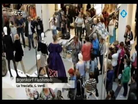 ♫ Music flashmob (Verdi, La Traviata: Libiamo ne' lieti calici) ♪