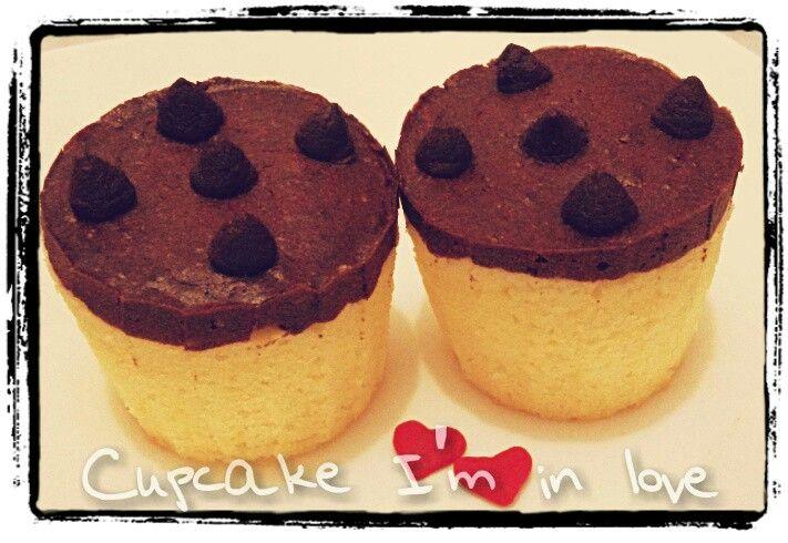 Chocolate&cheese mini cupcake with choco chips. (With minimum order)