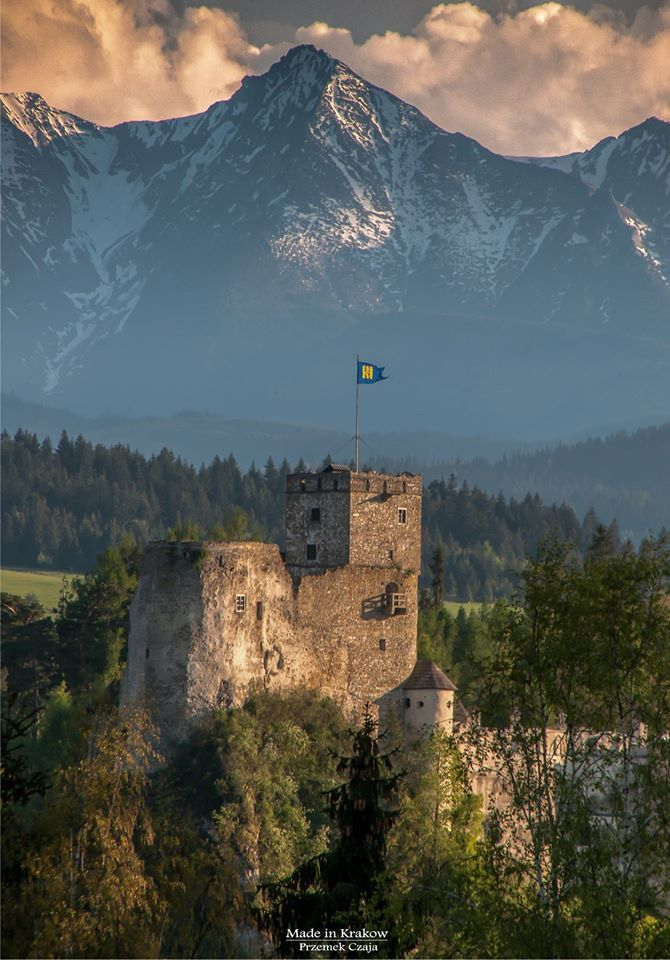 Zamek Dunajec w Niedzicy i Hawrań w Tatrach Bielskich