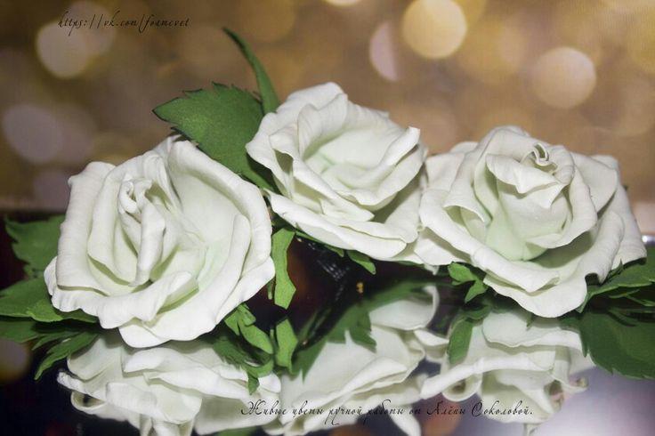 """Мини гребни """"Белые розы"""" #фоамиран #розы #гребень #украшение #украшениедляволос #дляпрически #дляпраздника #напраздник #наторжество #ручнаяработа #handmade #roses #happy #crest #decoration #celebration #beauty #hairstyle"""