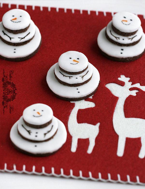 10 recetas de Navidad, ¡dulces muñecos de nieve! Las recetas de Navidad deben ser ricas ¡y divertidas! Os proponemos 10 recetas de Navidad para hacer dulces muñecos de nieve: piruletas, tortitas, galletas...