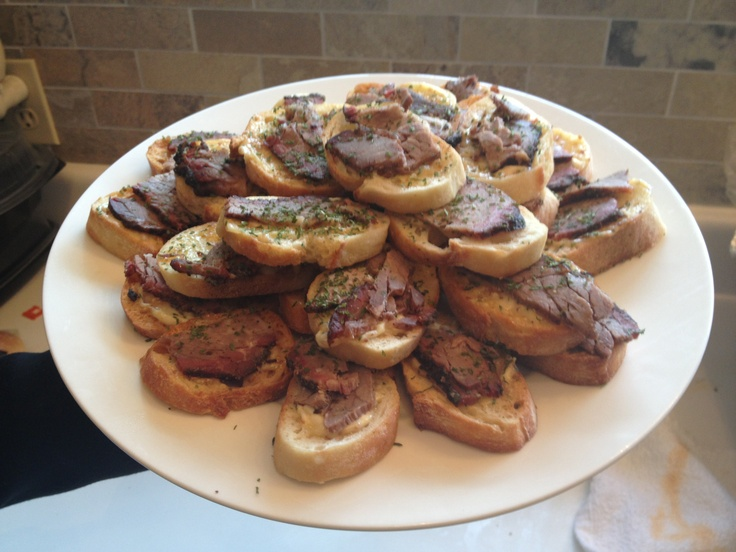 Brisket with garlic aioli on a toasted crostini.