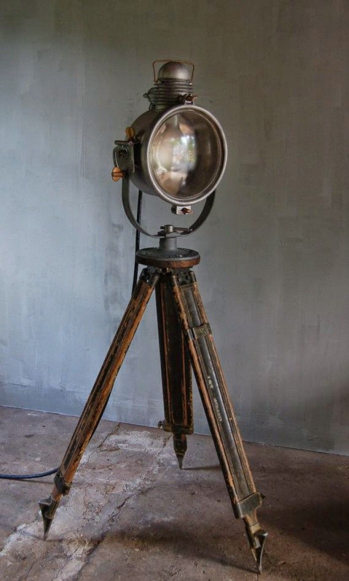 Industrieel interieur - industriële vloerlampen - industriële lampen verlichting - industriële woonkamer