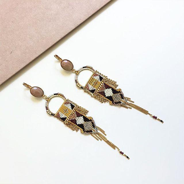 Esprit folk et rocaille pimpante : embarquez sur les rives du Bosphore avec ces longues boucles d'oreilles dormeuses Satellite à la palette réjouissante. #satelliteparis #gioielli#bijoux #love #photooftheday#bouclesdoreilles #earrings #kilim