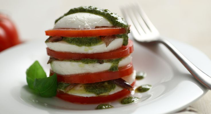 Torri di mozzarella pesto e alici