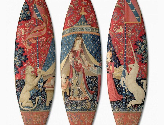 «Дама с единорогом» - репродукция картины на досках для серфинга.