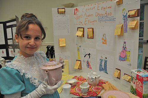How to host a history fair. This would be so much fun to do as a grade level! Then invite another grade level to come and visit.