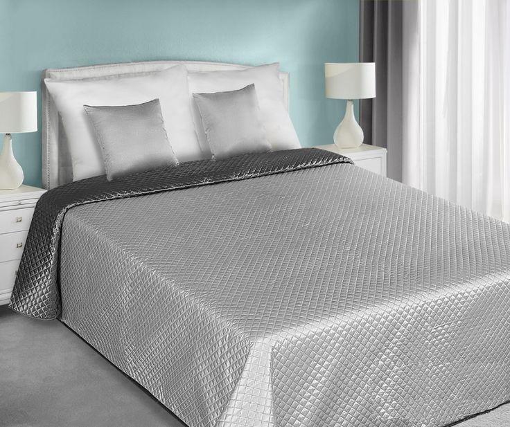 Oboustranné saténové přehozy šedě stříbrné barvy na manželskou postel