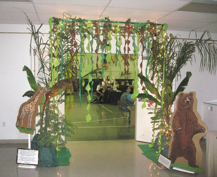 """Jungle decor I'm not sure we'll ever have this theme, but I'm IN LOVE with the """"doorway"""" idea of pvc pipe!!!"""