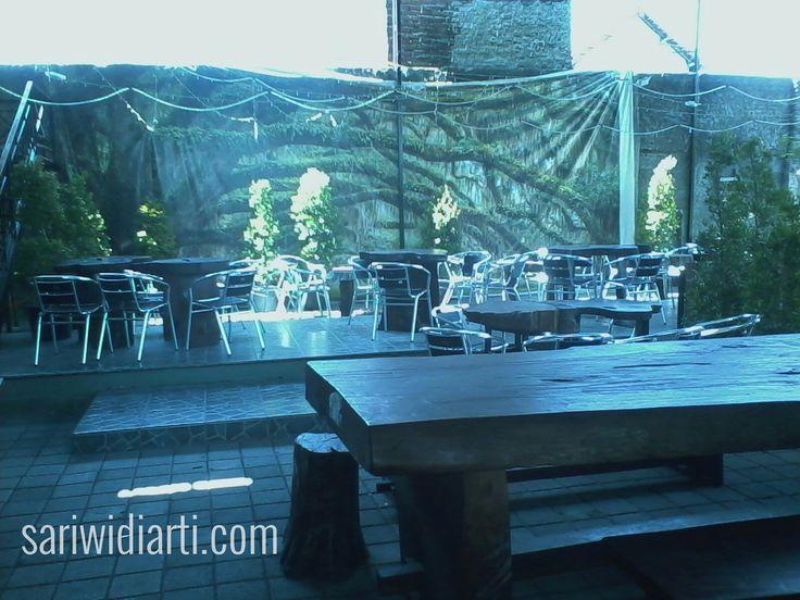 cafe de'oak surabaya nyaman