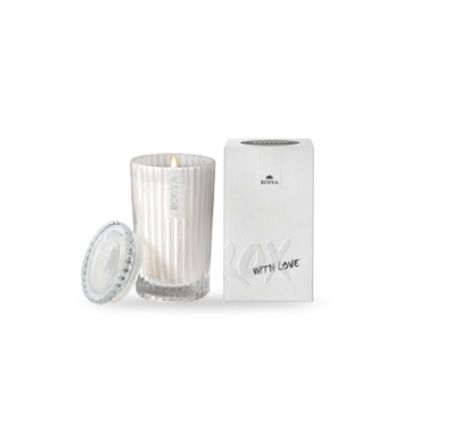 Ecoya Celebration Candle – White Musk and Vanilla. The Celebration Candle by ECOYA. A beautiful soy wax candle, delicately poured into an elegant pearl glass jar. Housed in a silver and white box with a simple 'XO' print with a timeless message 'With Love'.