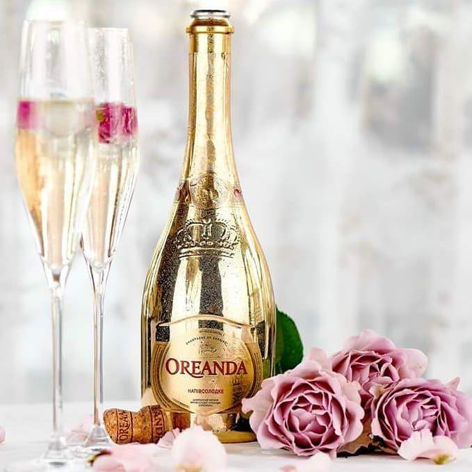Идеальное сочетание для праздничного застолья. Золотые бутылки от ДанКо Декор. The perfect combination for a celebratory feast. Gold bottles by DanCo Decor. #dancodecor #glsassdecor #glassdecoration #decor #decoration #glassprint #glass #glassart #packaging #packagedesign #bottle #bottledesigne #vodka #khortytsa #champagne #oreanda #gold #данкодекор #декораторстекла #декорстекла #декор #стекло #стеклотара #бутылка #водка #шампанское #хортица #ореанда #дизайн
