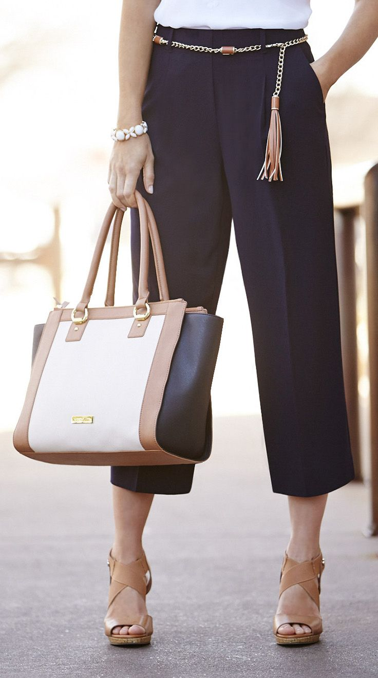 A colorblock carryall tote. Ready to handle anything, every day—just like you.