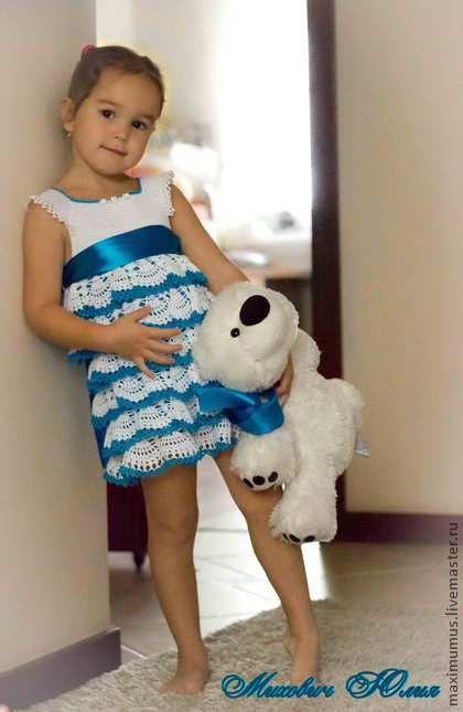 Мастер-класс нарядное платье с воланами. Мастер-класс по вязанию нарядного платья для девочки размер 98-104(3-5 лет), девочке на фото 5 лет, т. е платье на вырост и 'хватит' на много торжественных мероприятий.  Мастер-класс представлен в формате PDF.