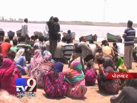 Porbandar: Imposition of ban on fishing has left over 1,000 fishermen unemployed. Following the complaints of hunting of migrated birds, the district collector banned fishing at Gosabara port which has snatched the livelihood of survivors at the coastal region. After repeated pleas to lift the fishing ban, people have chose the way of 'protest'.  Subscribe to Tv9 Gujarati https://www.youtube.com/tv9gujarati Like us on Facebook at https://www.facebook.com/tv9gujarati