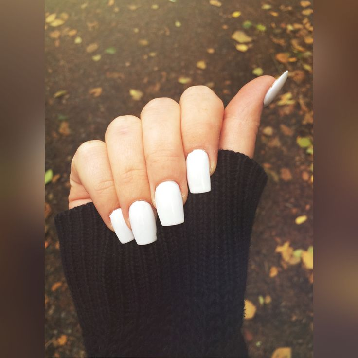 White square acrylic nails. Clean, stylish & pretty. And a bit of fall in the background.