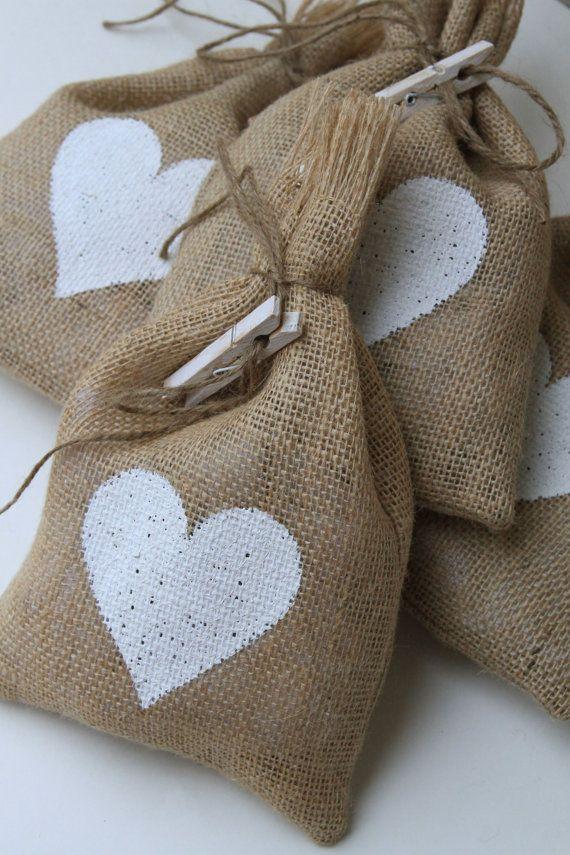 Arpillera bolsas de regalo Set de cuatro blanco por FourRDesigns