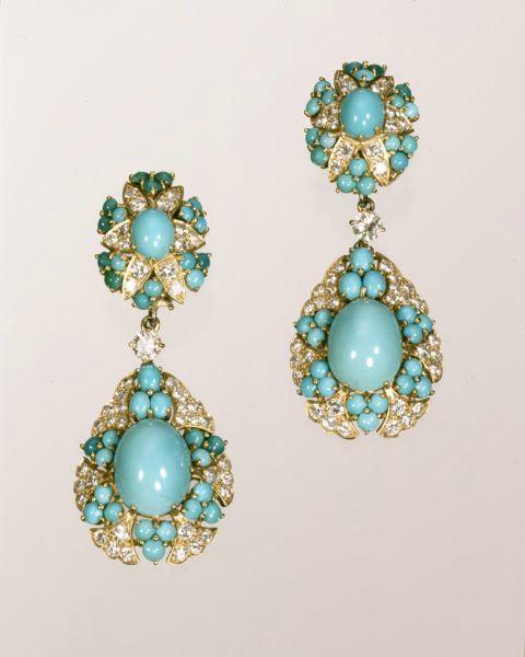 Cartier Earrings, 1960; turquoise, diamonds, gold.Photo: Hillwood Estate, Museum & Gardens.