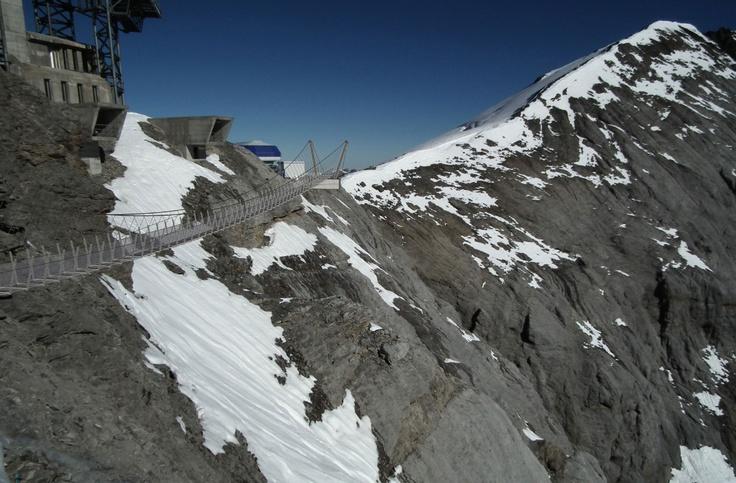 Törs du gå över nya Titlis Cliff Walk, Europas högst belägna hängbro? Obs! Inget för höjdrädda.  http://www.aftonbladet.se/resa/resmal/europa/schweiz/article15925502.ab