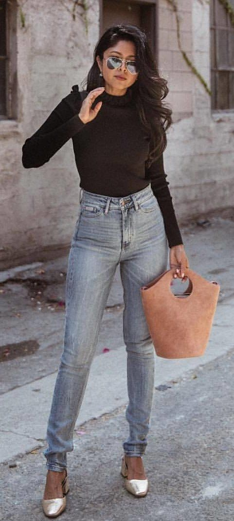 #fall #outfits Black Top + Skinny Jeans + Camel Tote Bag