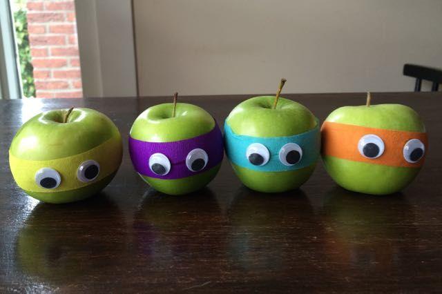 Ninja appels, een gezonde traktatie in de stijl van Lego Ninjago en Ninja Turtles. Helemaal leuk voor stoere grote jongens die mogen trakteren.