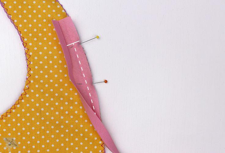 Kaum etwas ist so oft im Wäschekorb zu finden wie ein Lätzchen oder Spucktuch.Meistens wird auch immer dann ei Lätzchen benötigst, wenn kein sauberes mehr zu finden ist. Dann heißt es nicht lange überlegen und ran an die...
