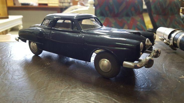 Peltinen keräilyauto, Studebaker !!!  Pituus 20,5cm. 50-60 luku !!!   Hienossa kunnossa !!!  Arvioitu lähtöhinta: 100.00 €