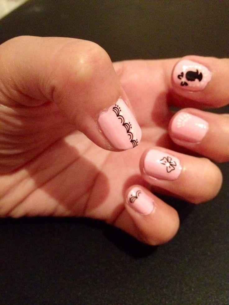 Audrey Hepburn-ish nails!_beautiful nail polish_designs