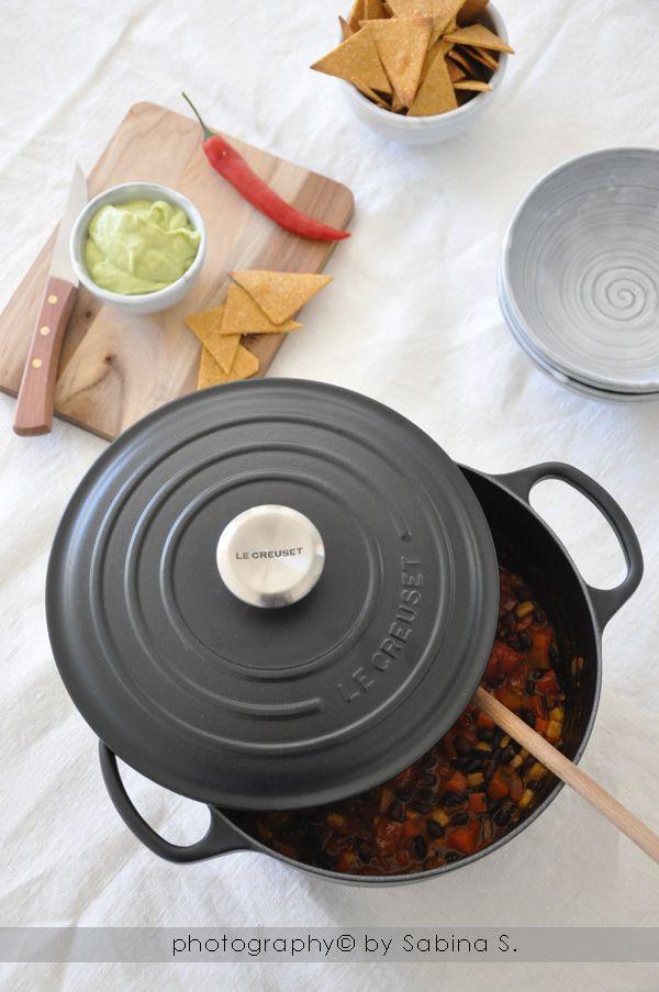 Due bionde in cucina: Chili vegano con fagioli neri