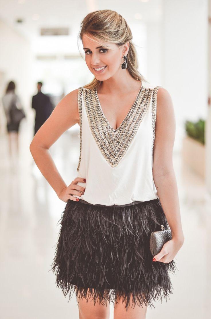 Marina Casemiro » Look do dia para SPFW verão 2015: saia de plumas + blusa bordada + blazer branco!