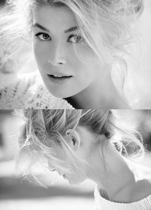 Rosamund Pike  (born 27 January 1979) is an English actress. Jack Reacher 2013.1.5