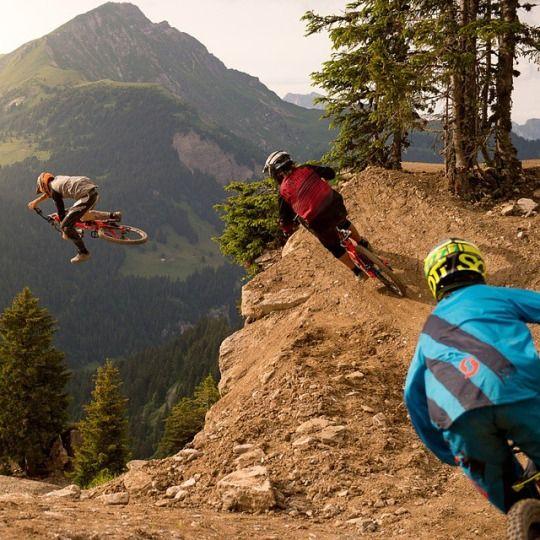 Paseo en bicicletas de montaña con mi papá. Fuimos a Lake Tahoe hace unos meses y fue muy divertido.