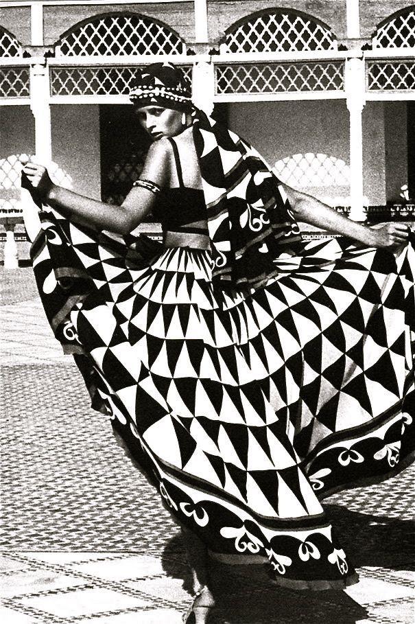 """""""Morocco Bound"""" spread, Vogue UK 1973                                                                                                                                                                                 Mais"""