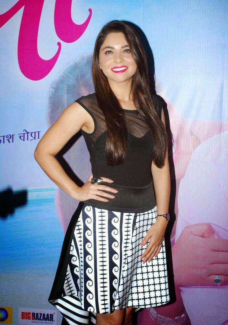 Marathi Movie Mitwa Success Party Stills: Sonalee Kulkarni, Prarthana Behere Photos   Bollywood Tamil Telugu Celebrities Photos