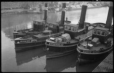 Quatre remorqueurs   Jacques, Mésange, Etourneau et Rouge-gorge Bovis Marcel   1904-1997  photographe