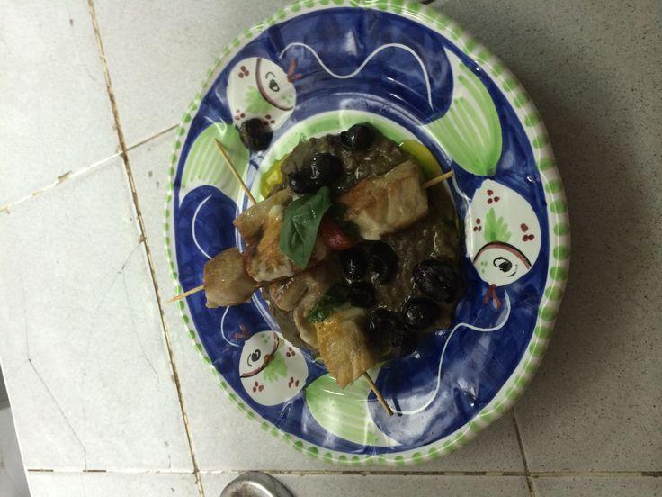 Spiedino di Ricciola con Provola Affumicata pomodorino su letto di lenticchie ed olive itrane# orestorante #Ponza#www.orestorante.it