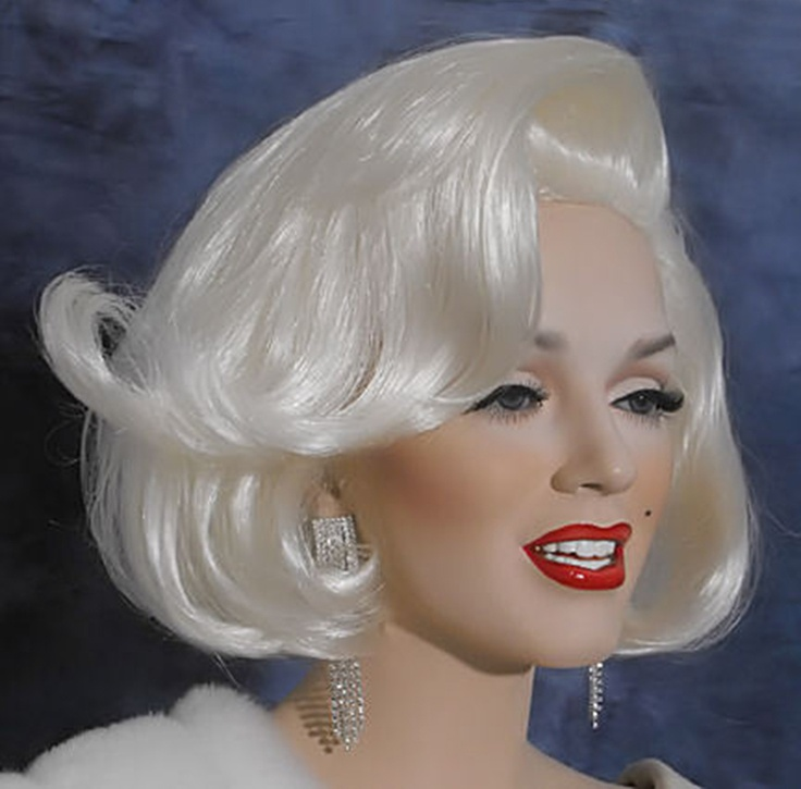 @PinFantasy - Marilyn Monroe doll ~~ For more: - ✯ http://www.pinterest.com/PinFantasy/gente-~-marilyn-barbie-and-other-dolls/