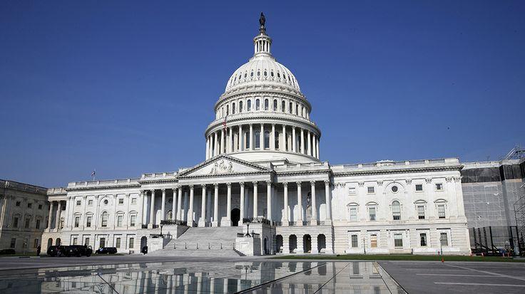 De Amerikaanse vertegenwoordiging heeft de verhoging goedgekeurd. De meerderheid is akkoord met de goedkeuring, die 700 miljard dollar in het budget uitgaven. In juli stemde ook het huis van de afgevaardigde, de senatoren willen dat ze 94 nieuwe gevechtsvliegtuigen typen F35 aankopen meer dan Trump er heeft gevraag. Dan wordt de wet overgemaakt en moet Trump het tekenen.